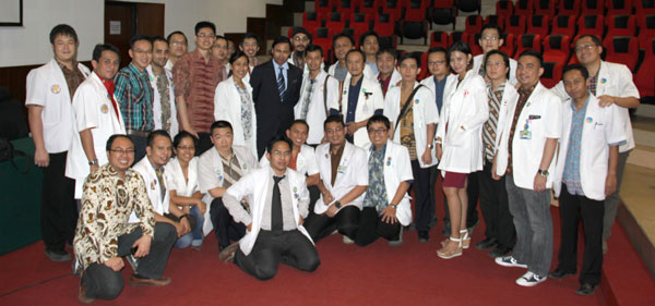 The Dandy President, Dr. Abdulrauf, visited the Neurosurgical Unit at Hasan Sadikin Hospital in Bandung. Hasan Sadikin is the main training site of the Universitas Padjadjaran neurosurgery program, one of the largest and most historical neurosurgical training programs in Indonesia. Pictured is the Dandy President with the neurosurgery residents of Bandung.