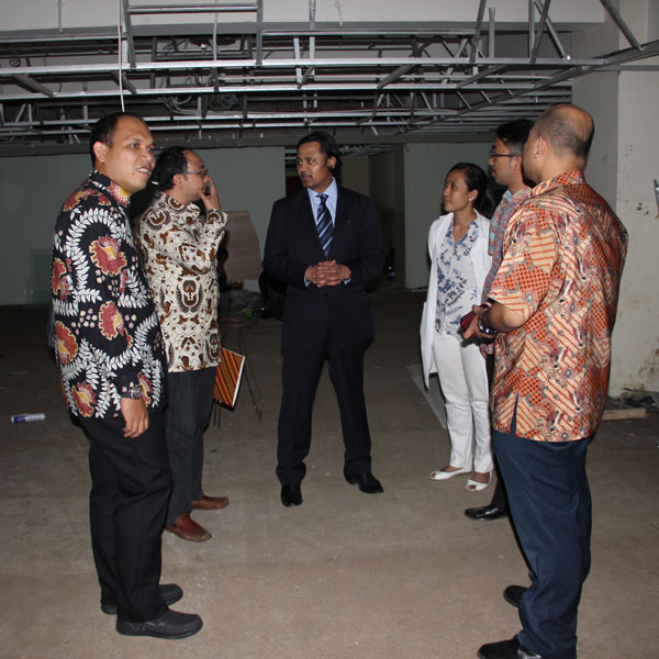 The Dandy President inspected the future site (under construction) of the Hands-On Neurosurgical Training Laboratory at the Padjadjaran University. In collaboration with Dandy, this lab is envisioned to serve as a regional training site for South-East Asia.